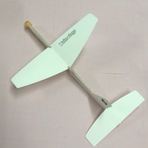 メートル 飛行機 紙 100 飛ぶ 100 メートル